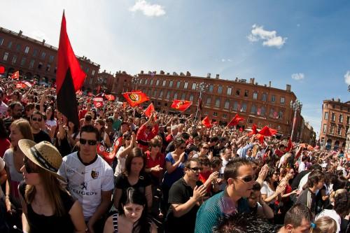 Vue de la foule amassée au Capitole pour fêter la victoire du 18ème Brennus par le Stade Toulousain en 2011